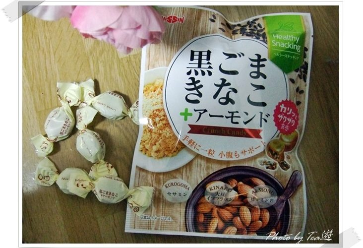 ヘルシーでハマる美味しさ!日進製菓「黒ごまきなこ+アーモンド」飴